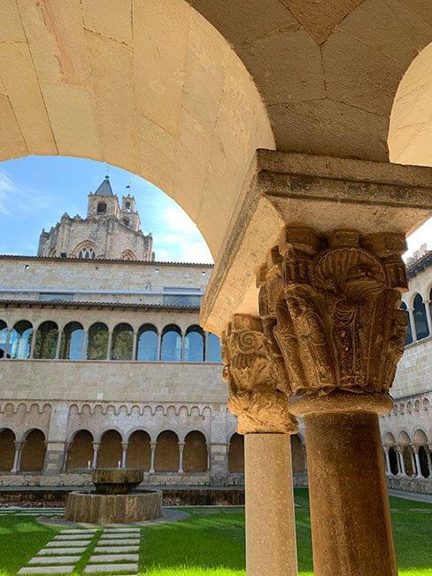Iglesia vista desde el claustro del Monasterio de Sant Cugat del Vallés