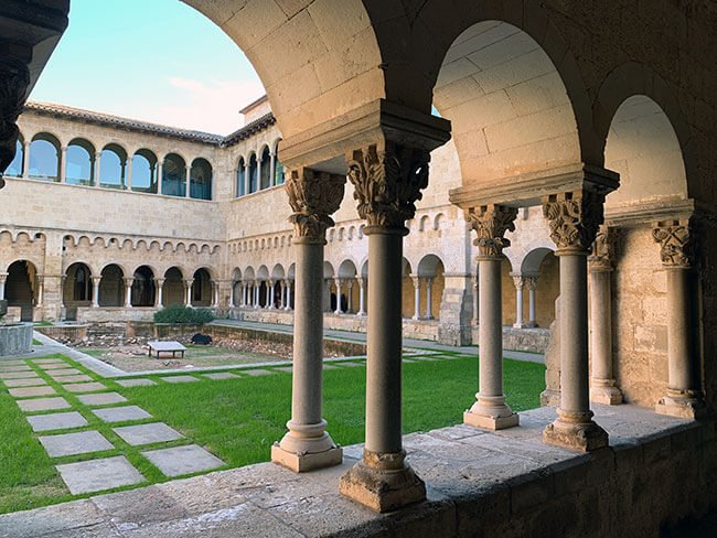 Claustro del monasterio de Sant Cugat del Vallés
