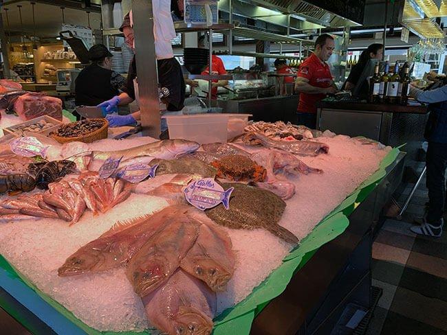 Puestos de venta y degustación del Mercat Vell de Sant Cugat del Vallés