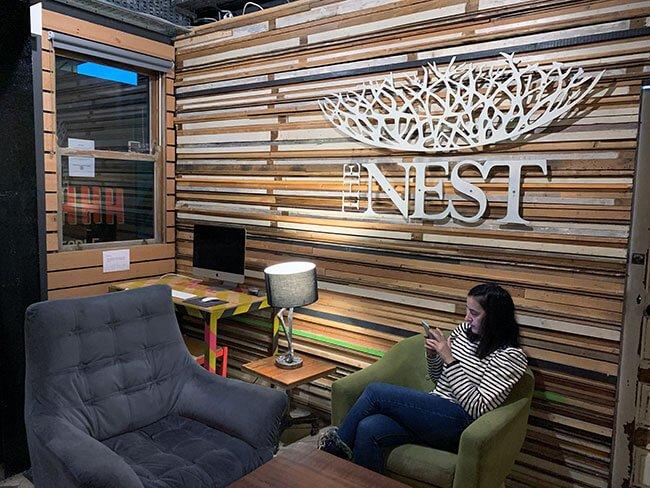 Recepción del The Nest boutique hostel