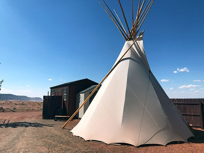 Nuestro tipi cerca de Monument Valley