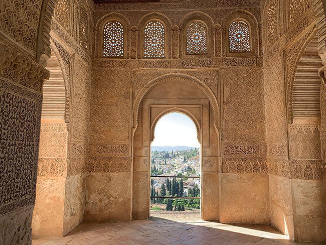 Detalle de las paredes del interior de la Alhambra