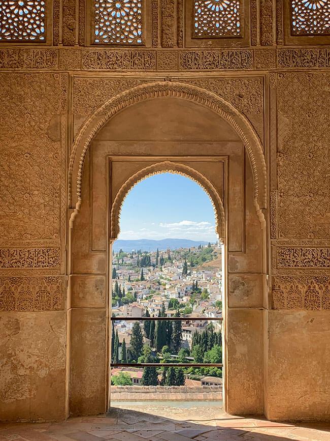 Interior y detalle de las paredes y las vistas