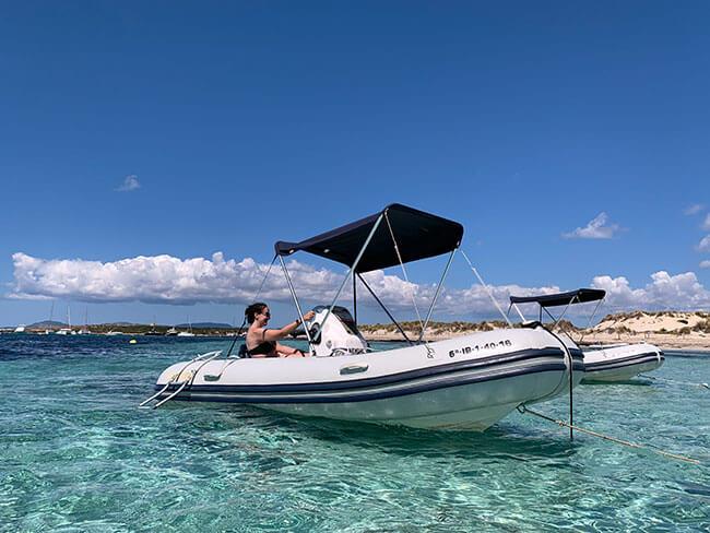 Con el barco de Helix puedes recorrer toda la zona norte y este de Formentera