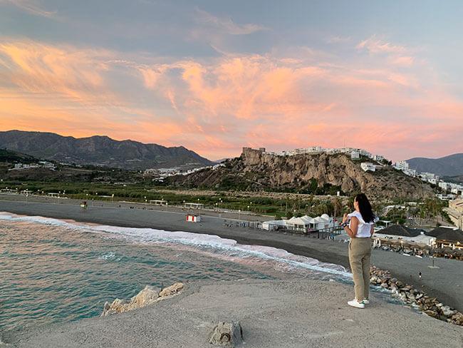 El mejor punto para disfrutar del atardecer en Salobreña es desde el peñón de la ciudad