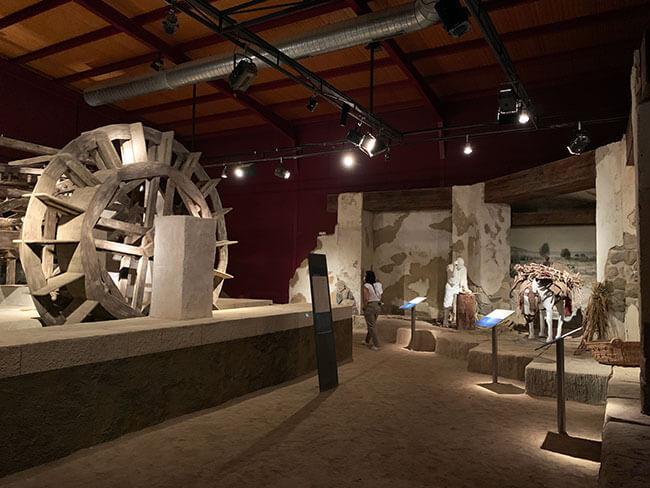 El interior del Museo Preindustrial de la Caña de Azúcar en Motril tiene una una increíble recreación de un molino
