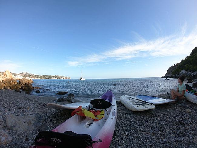 Una de las calas que visitamos en la excursion en Paddle Surf en La Herradura