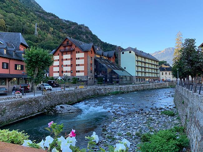 Rio Garona a su paso por Les