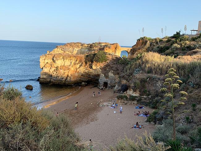 La famosa Praia dos estudiantes en Lagos, Portugal