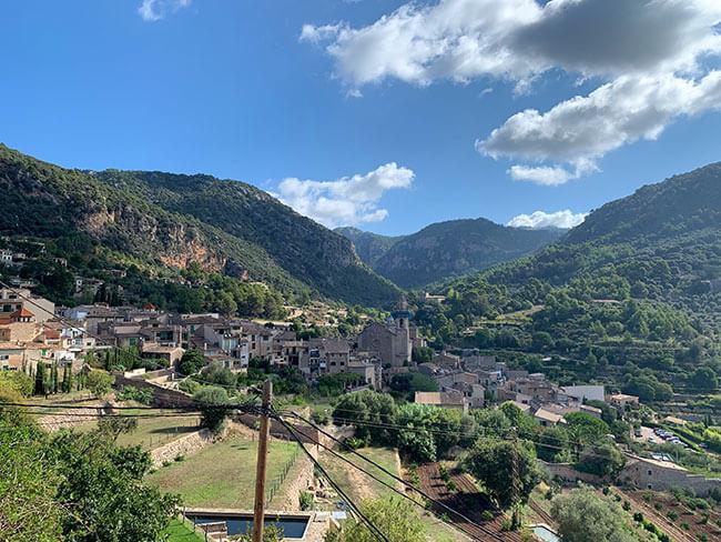 Panorámica del pueblo de Valldemosa en Mallorca
