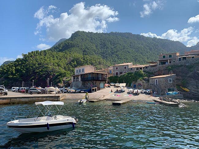 Puedes bañarte en el Port de Valldemossa en Mallorca, un rincón paradisíaco