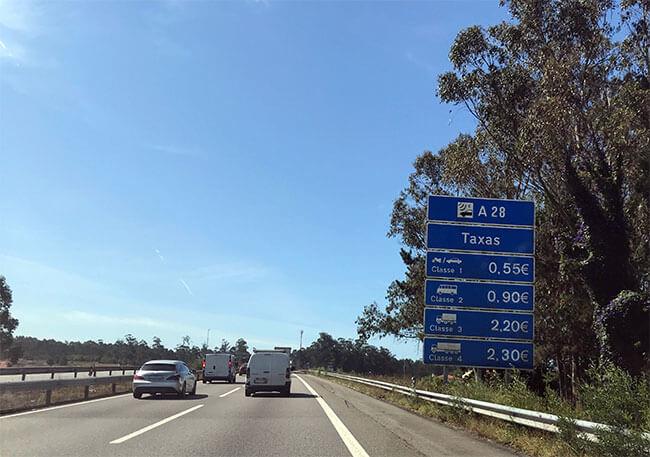 Cartel con los precios de los peajes de las autopistas de Portugal